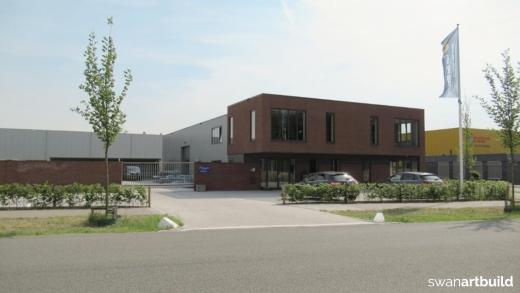 Bedrijfspand met kantoren Velsen Noord